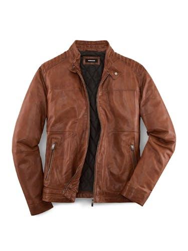 Rotbraune Lederjacke mit zwei Taschen.