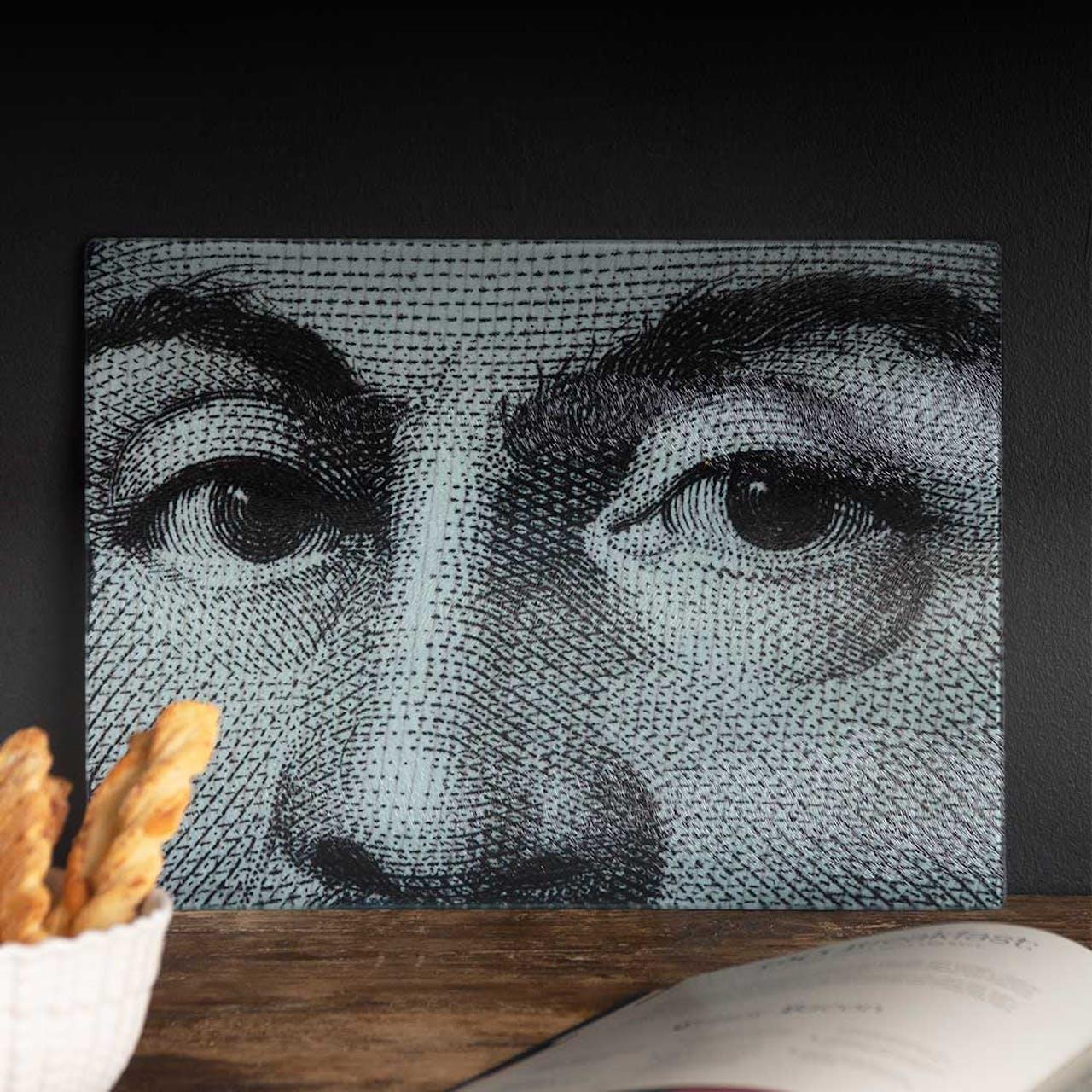 Face close up chopping board