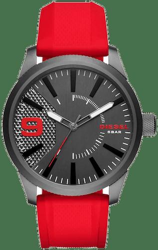Cette montre DIESEL se compose d'un Boîtier Rond de 46 mm x 53 mm et d'un bracelet en Silicone Rouge