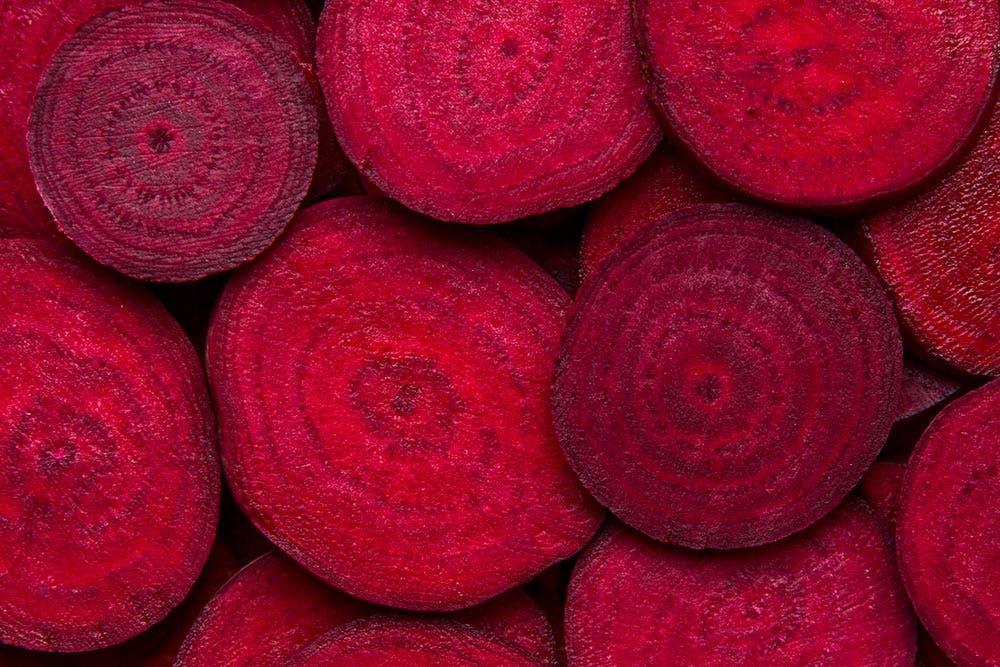 Betanine geben der Roten Bete ihre kräftige Farbe