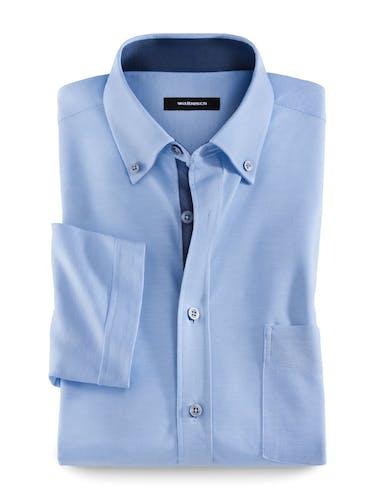 Hellblaues Hemd mit Button-Down-Kragen