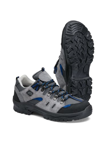 Graue Schuhe mit Schnürsenkeln und schwarzer Sohle.