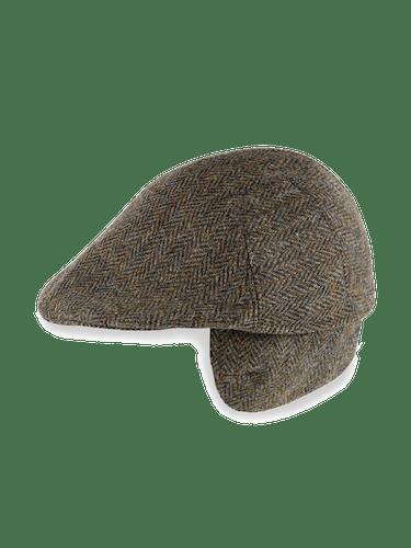 Grün-braune Mütze mit Ohrenklappen.