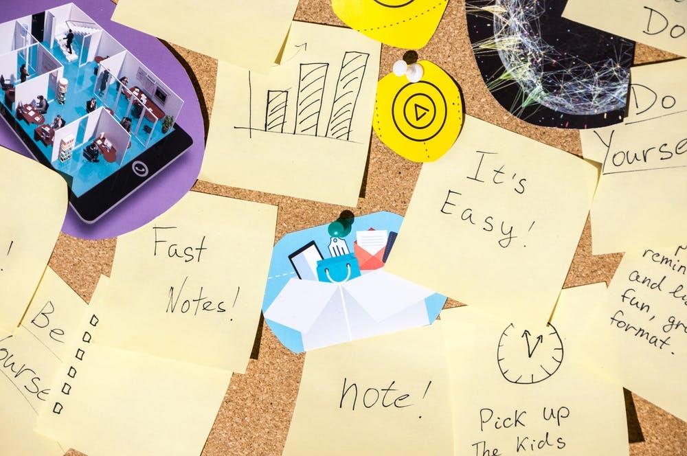 Moodboards of ideeënboeken zijn een soort collages die bestaan uit afbeeldingen, teksten en voorbeelden van materiaal dat nodig is om met een definitief plan of idee te kunnen komen. Door gebruik te maken van moodboards en ideeënboeken kunt u een algemeen idee krijgen van wat er te gebeuren staat. In dit artikel geven wij u enkele tips over hoe u een moodboard of ideeënboek kunt maken voordat u uw huis laat opknappen.