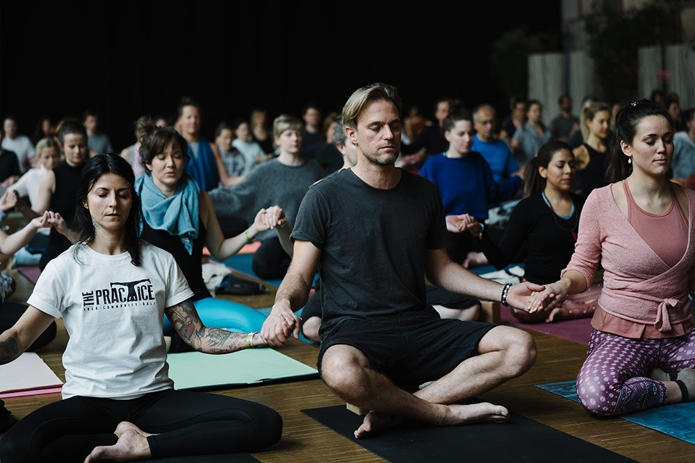 Yoga Session auf dem YEZ Festival