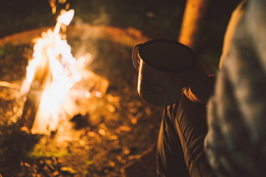 Lagerfeuer am Campingplatz im Naturpark Altmühl