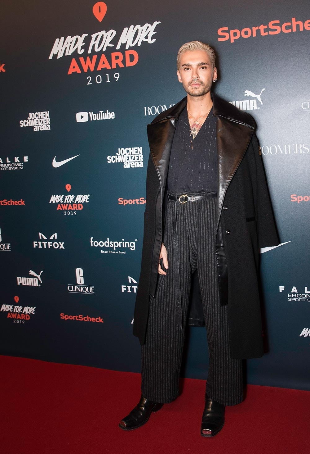 Bill Kaulitz auf dem roten Teppich beim Made for More Award