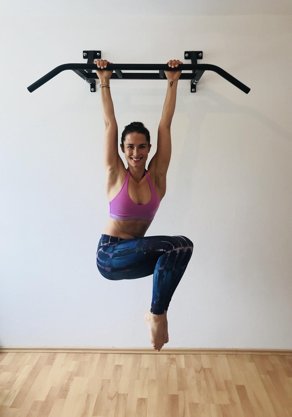 Diagonal Hanging Crunches, SportScheck, Yoga, Klimmzug