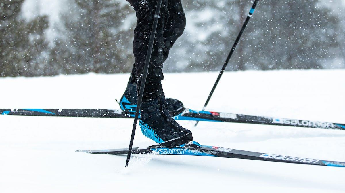 Skilangläufer in Skating-Bewegung