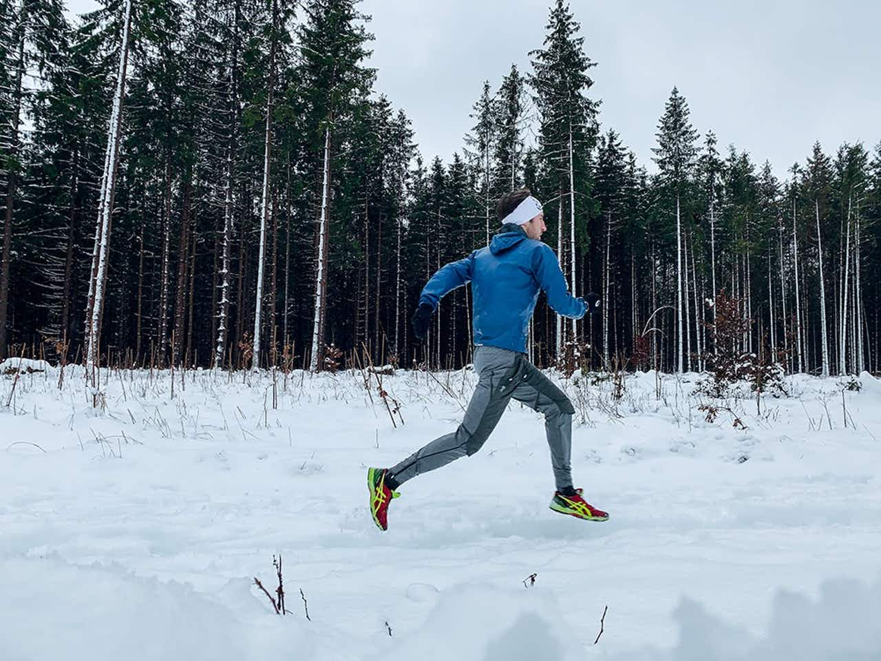 Läufer im Schnee