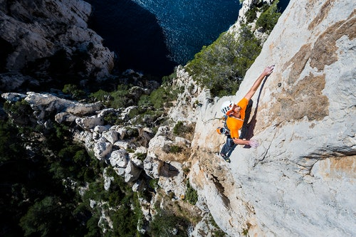 Persona che arrampica