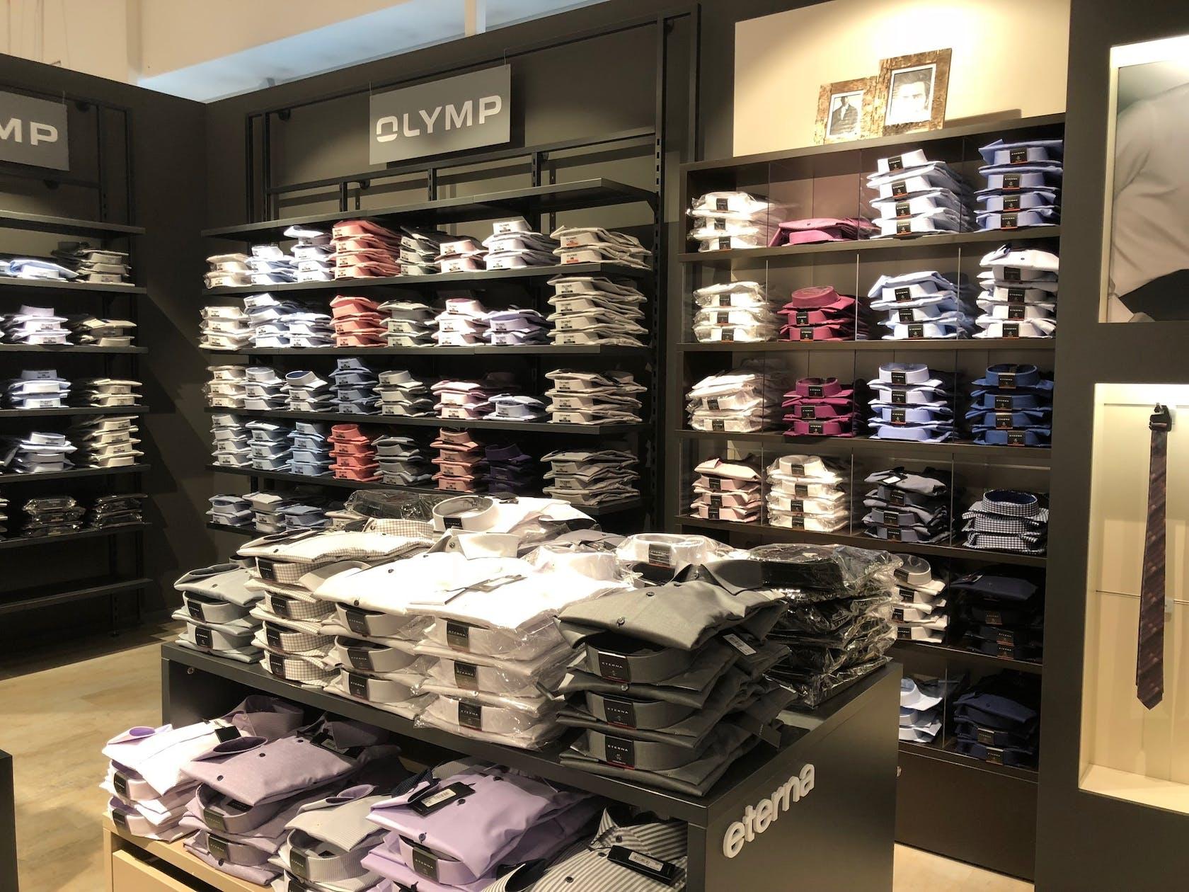 verschiedene Hemden der Marke Olymp für Herren