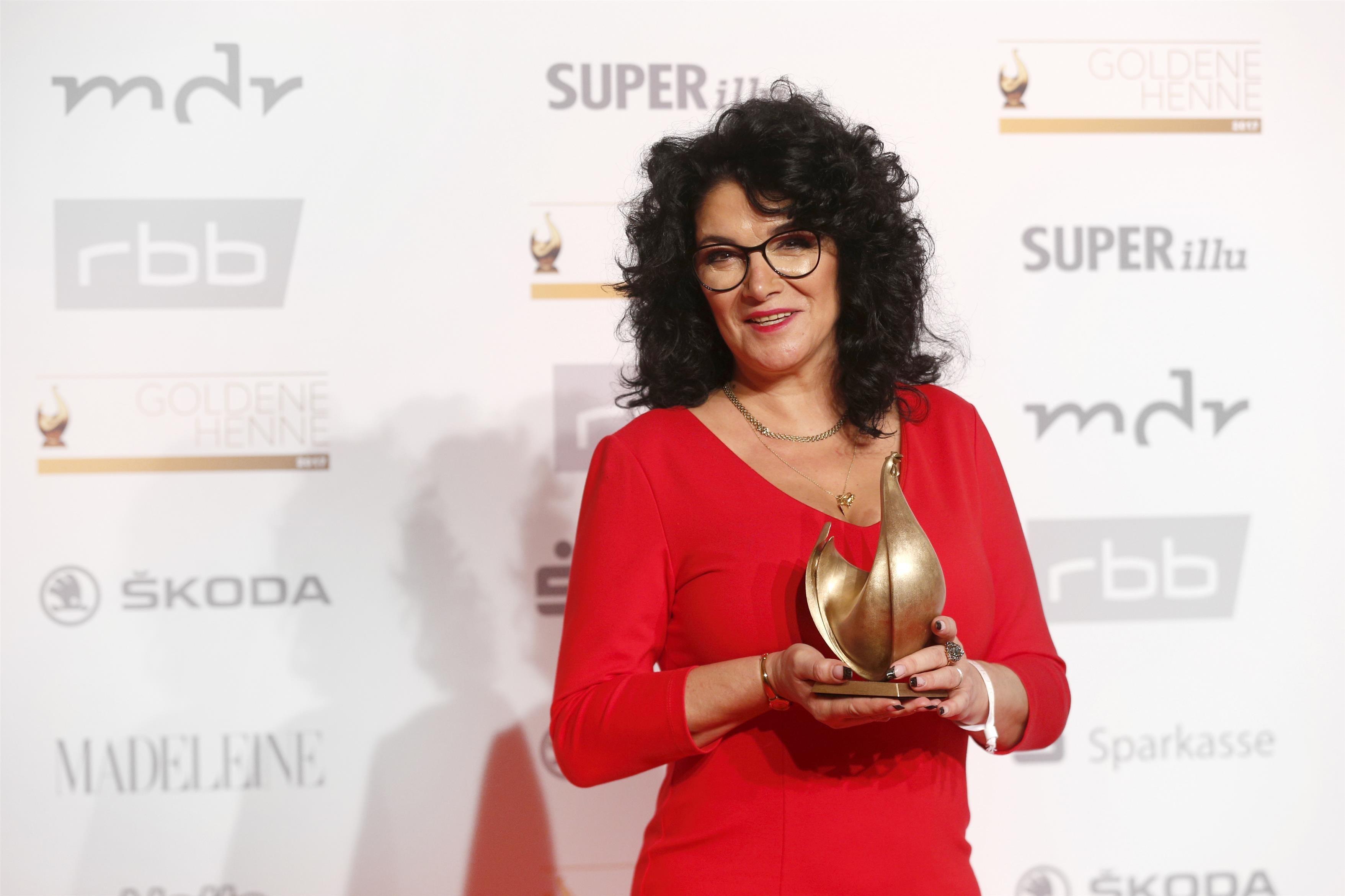 """Preisträgerin in der Kategorie Charity Tina Witkowski stellvertretend für ihren """"Kahuza"""" e.V."""