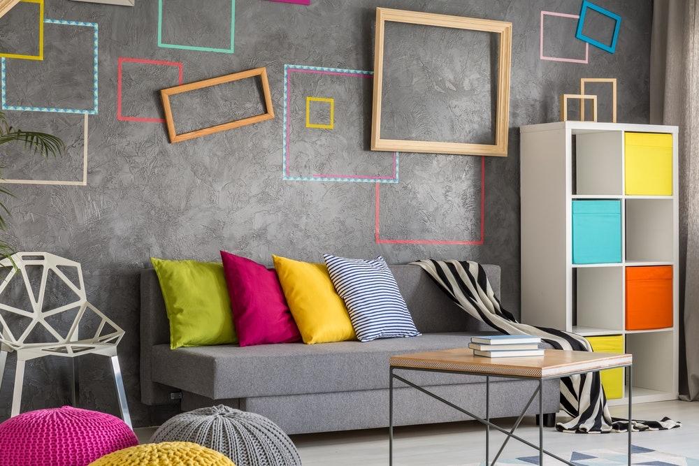 Huoneen seinät huomataan yleensä ensimmäisenä huoneeseen tullessa. Seinän koristelu tekee aina vaikutuksen vieraisiin ja perheenjäseniin. Seinän ilmettä voi muunnella monin tavoin ja siitä voi luoda sellaisen, joka tekee vaikutuksen jokaiseen sen huomaavaan. Tässä artikkelissa on lisätietoa vaikuttavan seinän luomiseen.