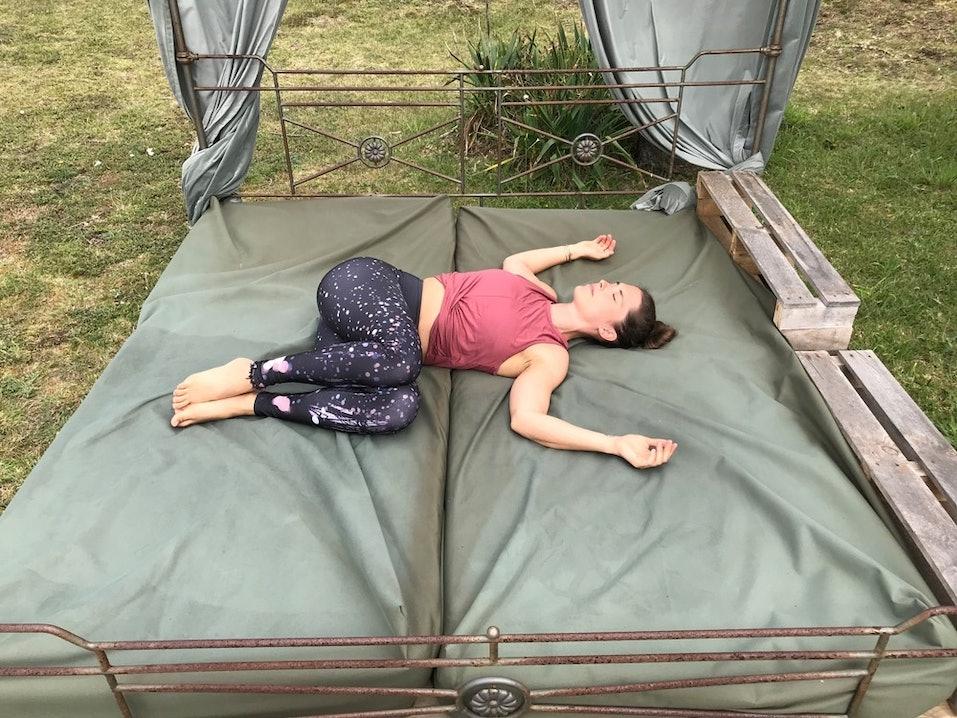 Liegender Twist als Yoga Übung