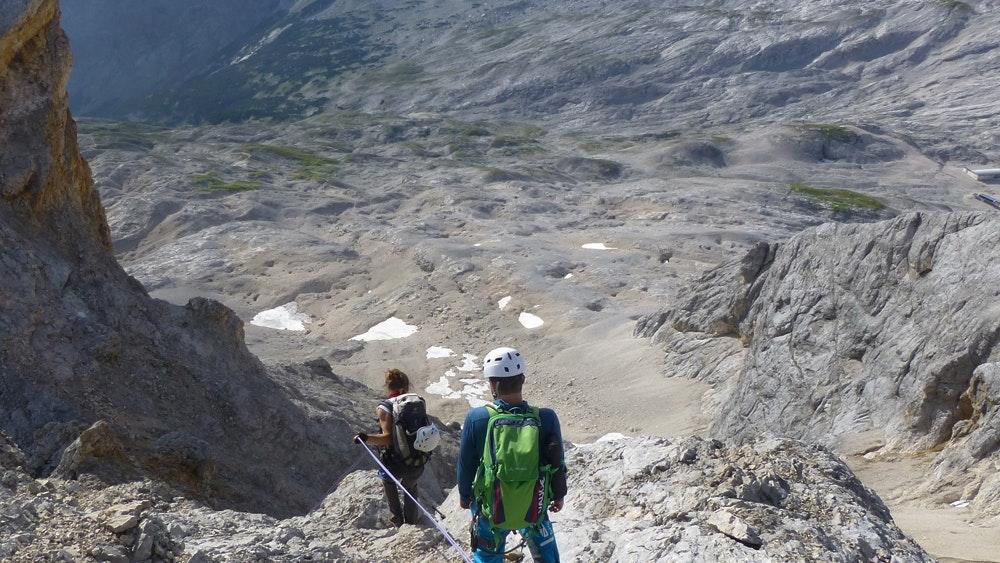 Nach der Kante kommt die Kletterstelle im 3. Schwierigkeitsgrad.