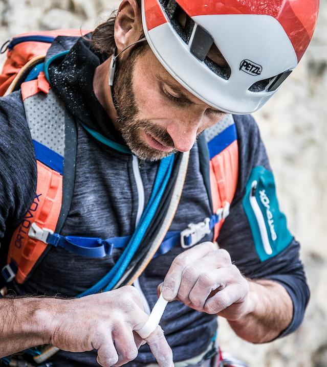 Attrezzatura da montagna, attrezzatura arrampicata, abbigliamento outdoor, scarpe per escursionismo , scarpette da arrampicata