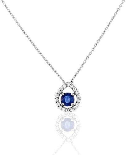 Ce Collier CLEOR est en Or 375/1000 Blanc, Oxyde et Saphir Bleu