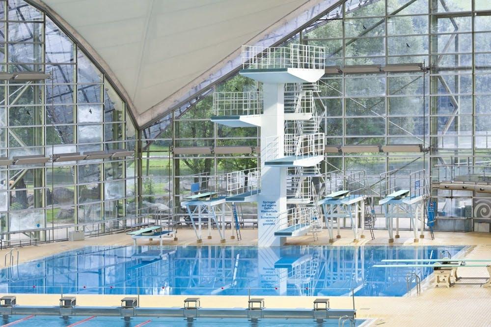 Olympia-Schwimmhalle-Sprungturm