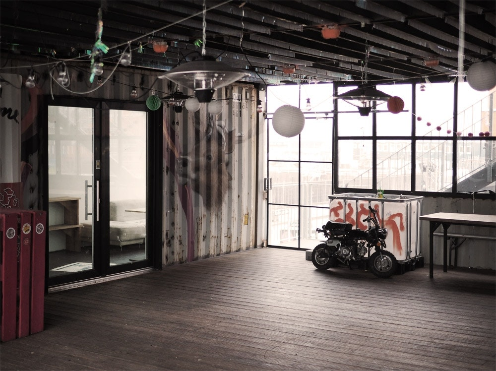 Container-Collective-Motorrad