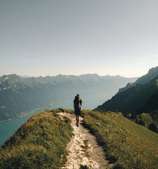 Wanderer bei einer Höhenwanderung