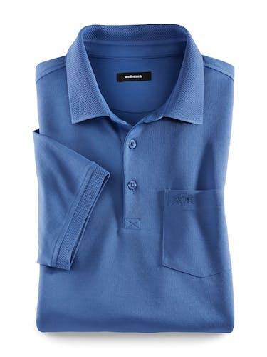 Blaues Polo mit Brusttasche.