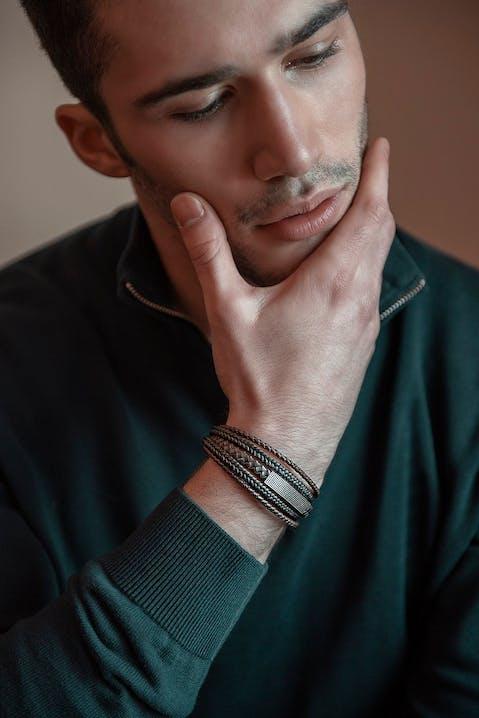 Ce Bracelet ZEPHYR est en Acier