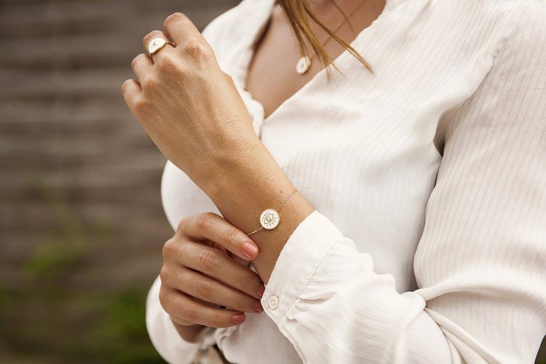 Ce Bracelet YUCATÁN CONSTELLATION est en Plaqué Or et Oxyde Blanc