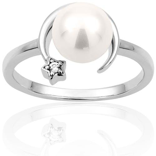 Cette Bague CLEOR est en Argent 925/1000 Blanc et Perle Synthétique Blanche en forme d'Etoile