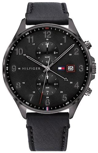 Cette montre TOMMY HILFIGER se compose d'un boîtier Rond de 44 mm et d'un bracelet en Cuir Véritable de Veau Noir