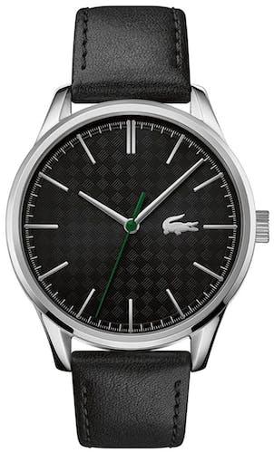 Cette montre LACOSTE se compose d'un boîtier Rond de 42 mm et d'un bracelet en Cuir Véritable de Veau Noir