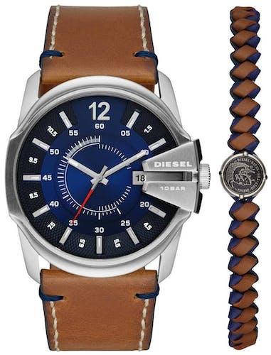 Cette montre DIESEL se compose d'un boîtier Rond de 45 mm et d'un bracelet en Cuir Véritable de Veau Marron