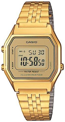 Cette montre CASIO se compose d'un Boîtier Carré de 28,6 mm et d'un bracelet en Acier Jaune