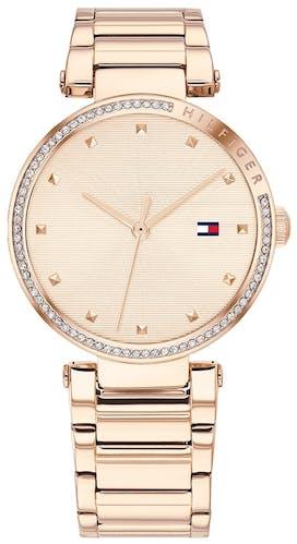 Cette montre TOMMY HILFIGER se compose d'un boîtier Rond de 32 mm et d'un bracelet en Acier Rose