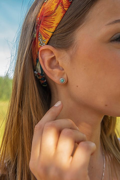 Ces Boucles d'oreilles TIPY sont en Argent 925/1000 Blanc et Oxyde Bleu