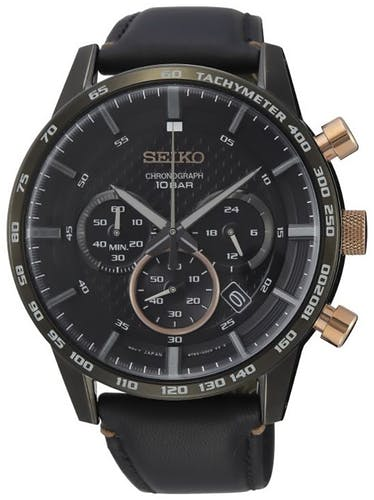 Cette montre SEIKO se compose d'un boîtier Rond de 45.2 mm et d'un bracelet en Cuir Noir