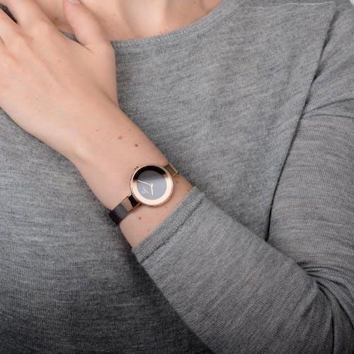 Montre OBAKU Femme avec Boîtier Rond 32 mm et Bracelet Acier Marron