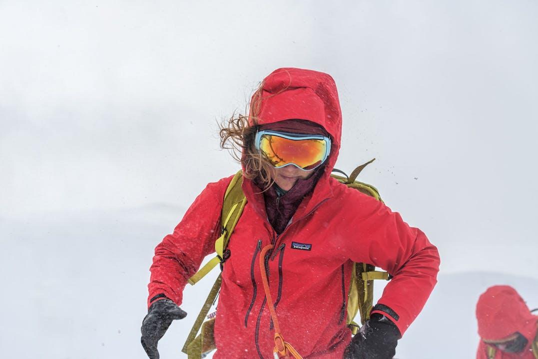 Scialpinista con Patagonia Upstride Jacket