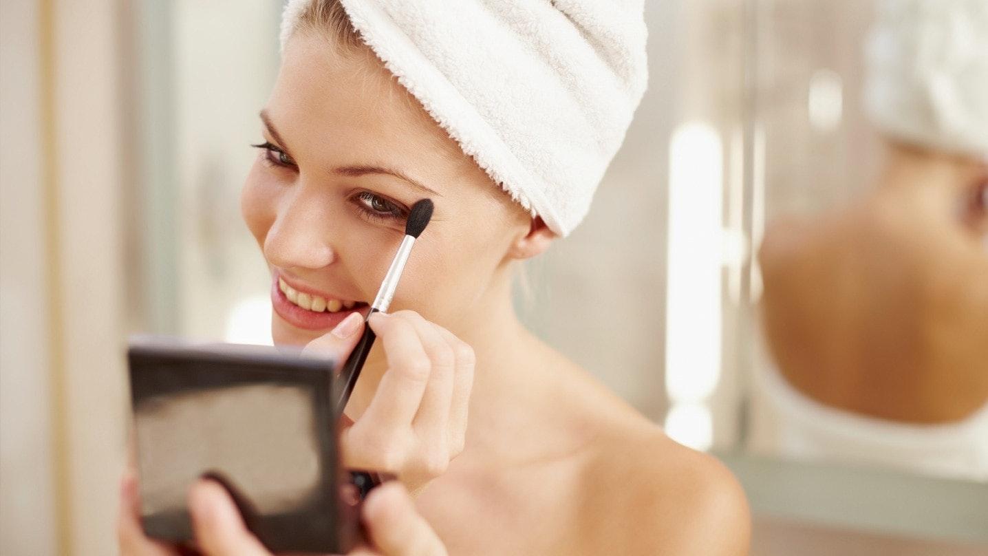 Dabei Bestimmen Augenform, Augenfarbe Und Nicht Zuletzt Ihr Teint, Welches  Make Up Am Besten Zu Ihnen Passt. Mit Diesen Attraktiven Schminktipps Für  Augen ...