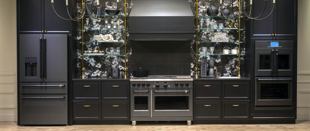Café Midnight Luxe kitchen with Matte black appliances and flat black hardware