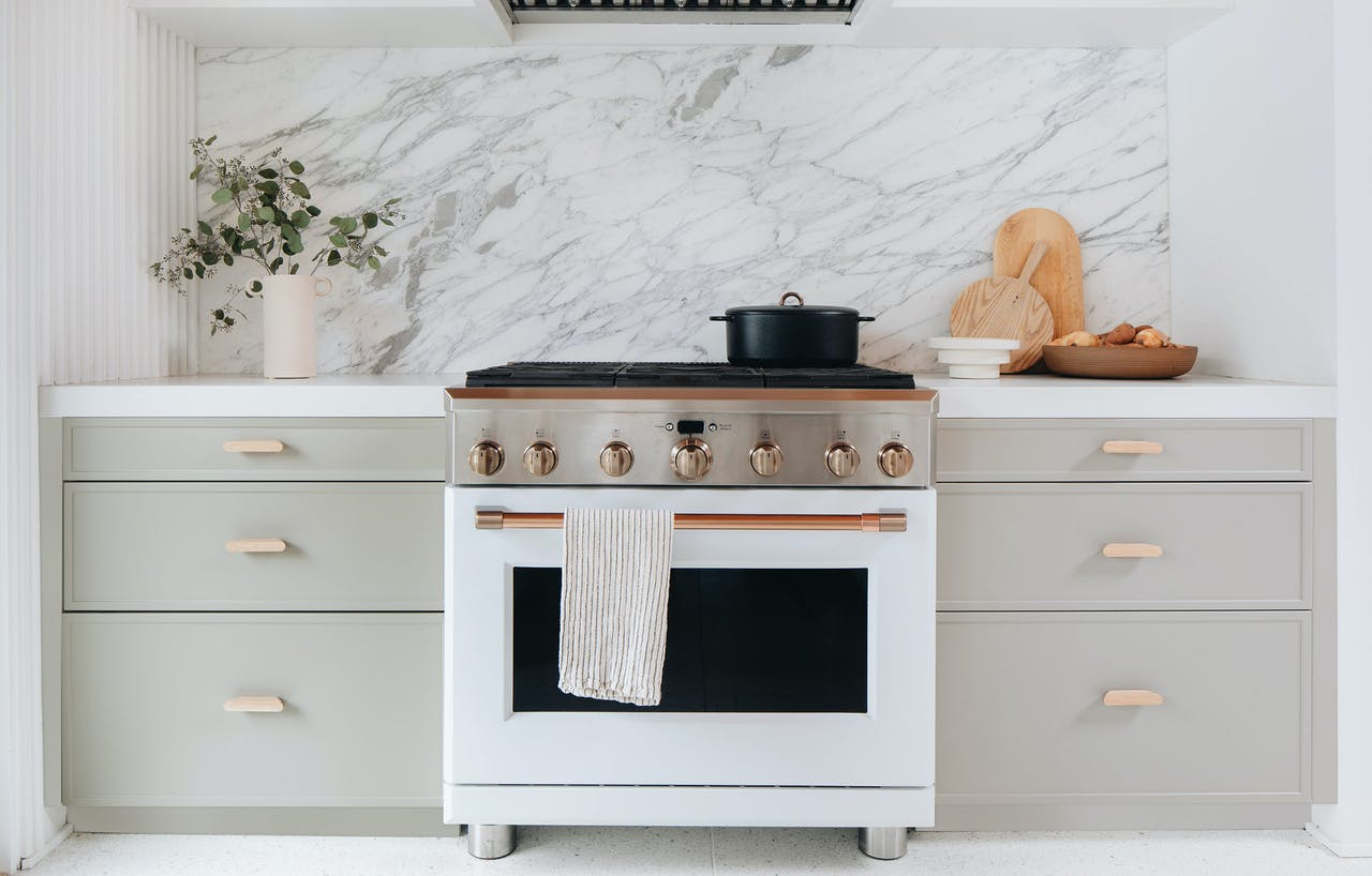 Café matte white professional range in Semihandmade cabinets by