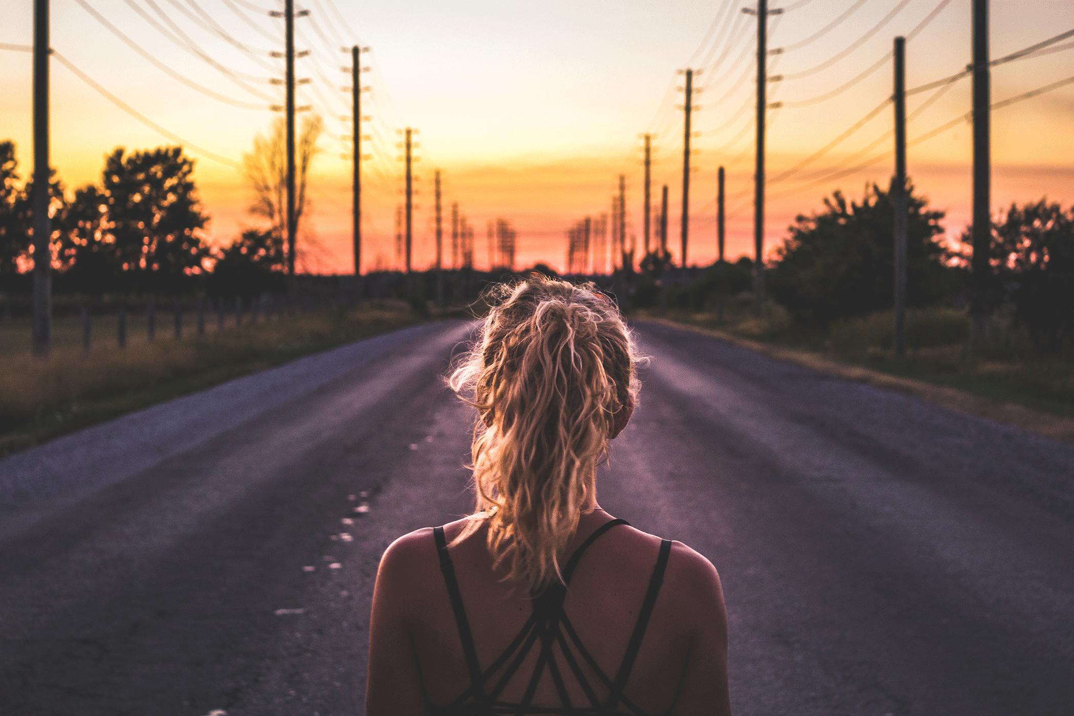 Sonnenuntergang, Running, Running Woman, Laufen im Sommer, Laufen bei Hitze, SportScheck