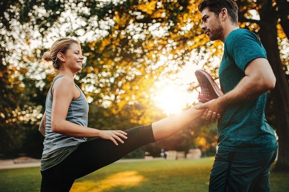 Paar Workout draussen