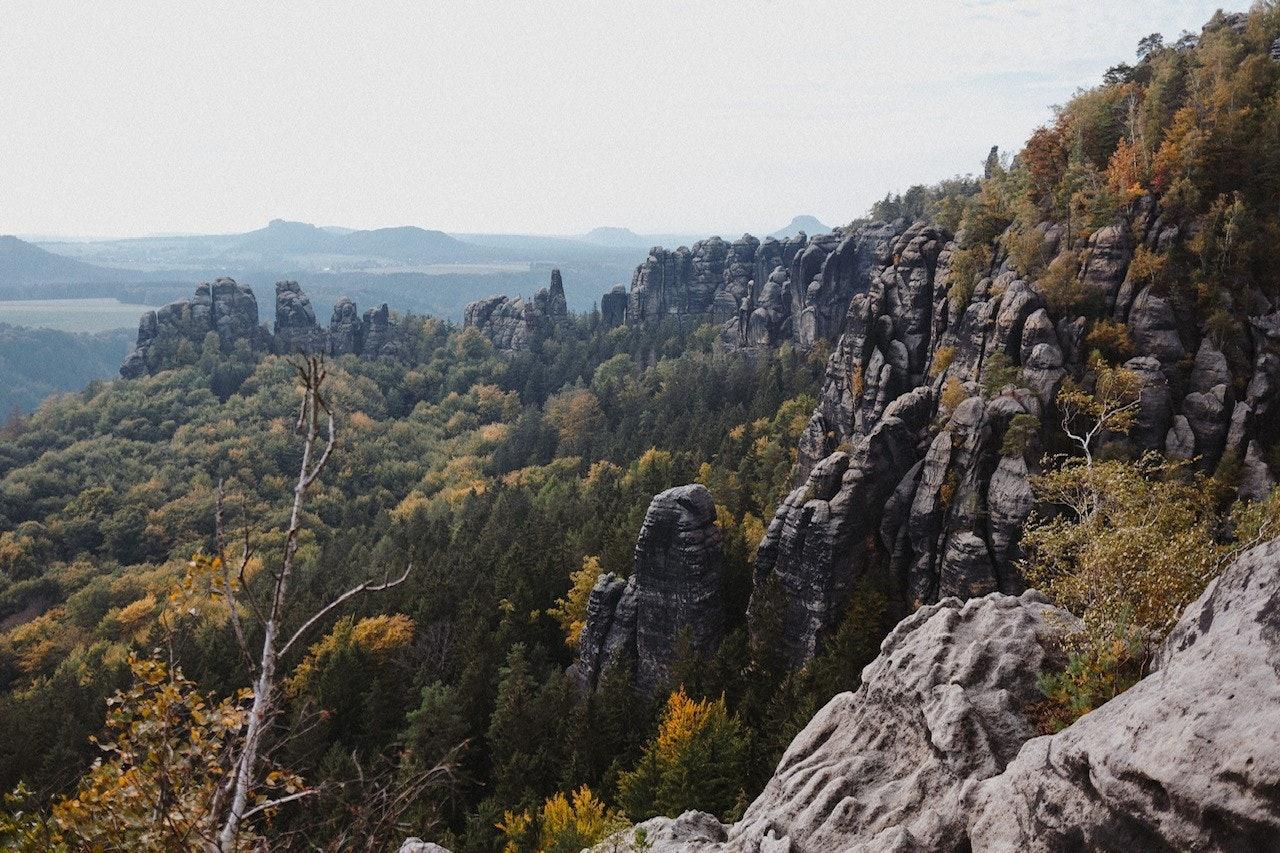 Berge und Natur beim Wandern in der Sächsischen Schweiz