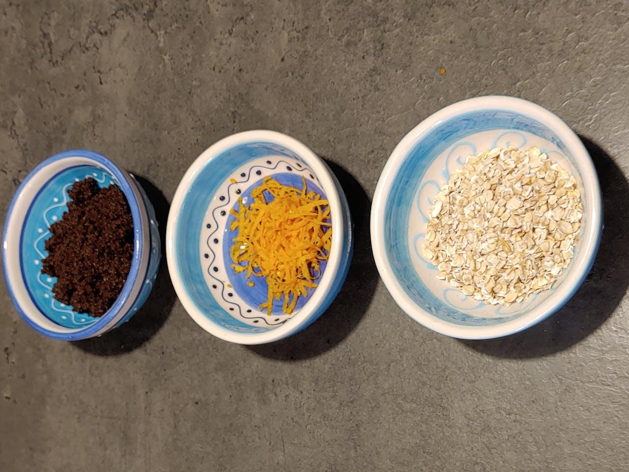 Seife selber machen: Seife mit Kafee, Orangenschalen und Haferflocken