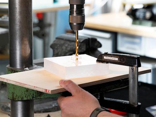 Acrylglas bohren, Standbohrmaschine