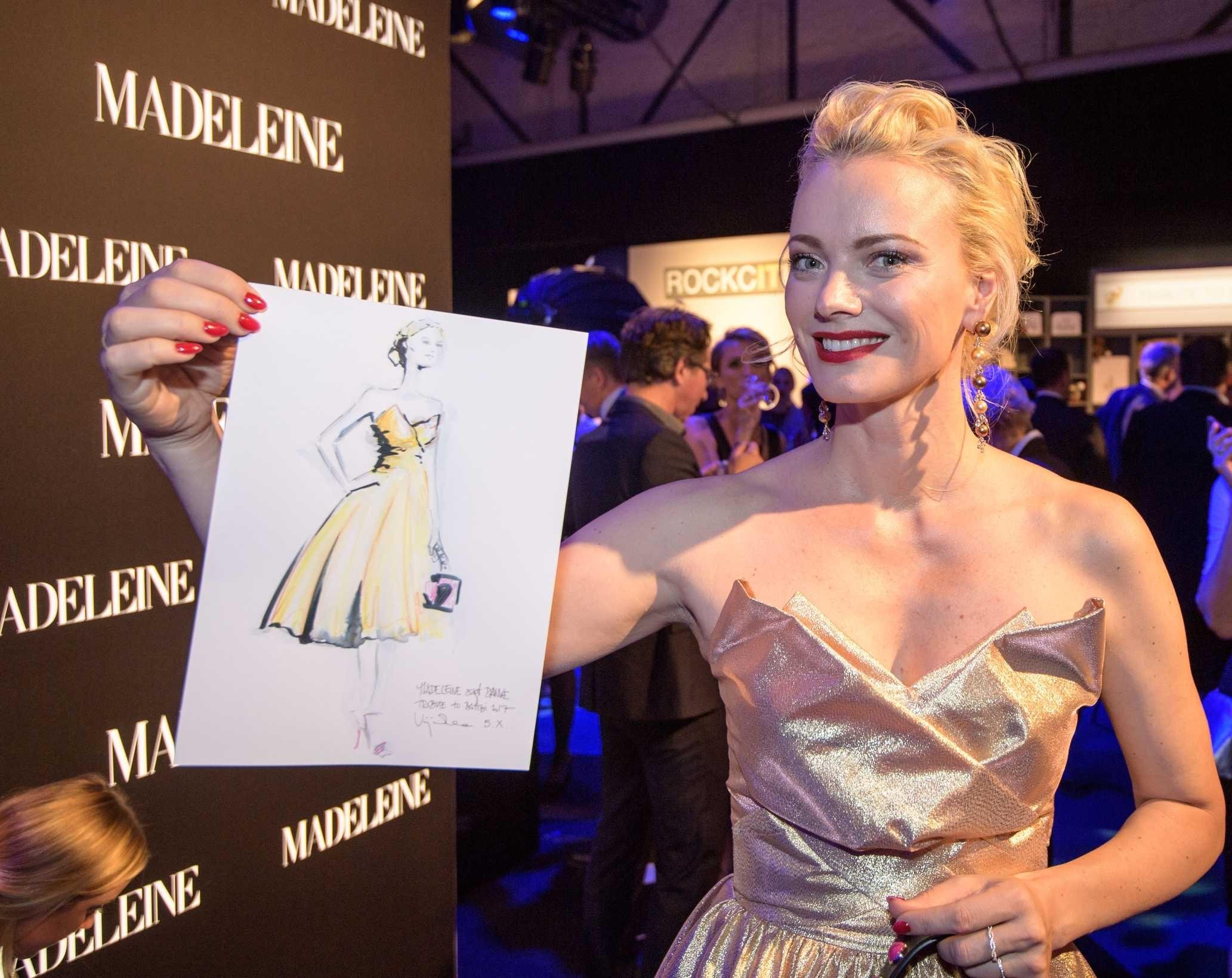 Model Franziska Knuppe mit ihrer persönlichen Fashion-Illustration