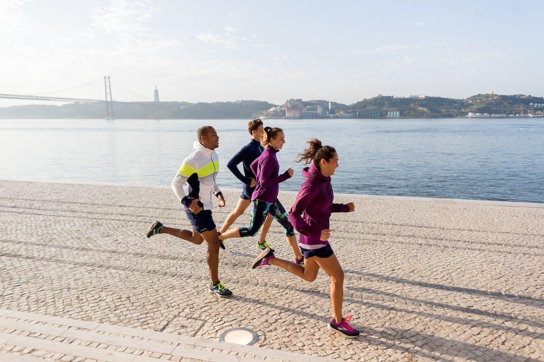 Brooks Kollektion Bekleidung Laufschuhe Runningschuhe