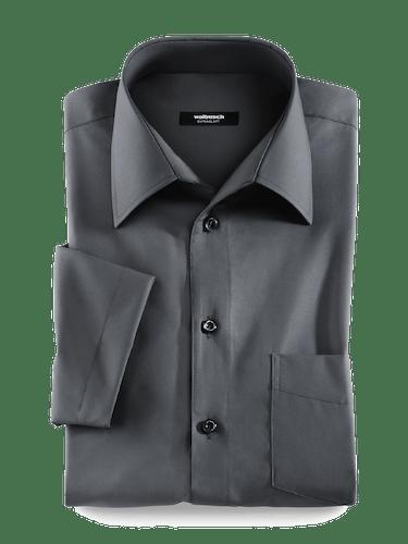 Schwarzes Hemd mit schwarzen Knöpfen und Walbusch-Kragen ohne Knopf.