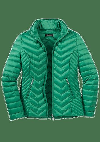 Grüne Steppjacke mit Reißverschlusstaschen.